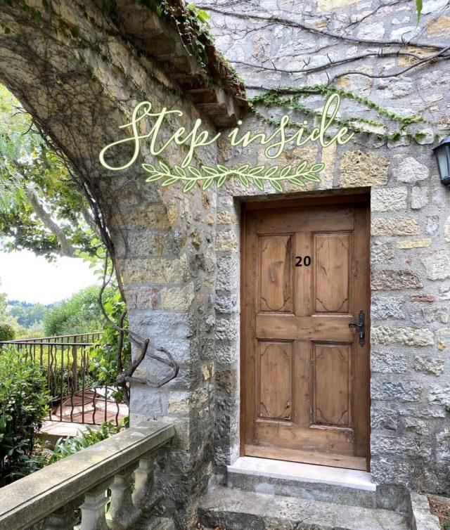 ✨ DÉCOUVERTE ✨ Poussez la porte et découvrez (ou redécouvrez) notre havre de paix... Venez, il fait bon vivre par ici... Réservations & informations par mail ➡️ manoir.etang@wanadoo.fr / Rdv sur notre site ➡️ www.manoir-de-letang.com . . . . . #manoirdeletang #manoirdeletangmougins #hotel #luxuryhotel #boutiquehotel  #restaurant #holiday #mougins #france #cotedazur #frenchriviera #southoffrance #luxury #restaurant #frenchrestaurant #restaurantmougins #instafood #foodporn #traveltheworld #travel #travelblog #travelgram #tourism #hotellife #photography #hotelphotography #manor #chill #escapade #weekend