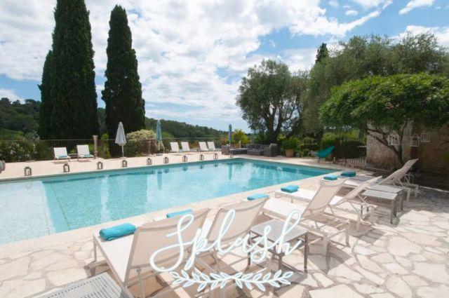 """☀️ Avec les températures actuelles qui grimpent sur notre belle Côte d'Azur, on """"piquerait bien une tête"""" par ici ! Pas vous ? 😎 Réservations & informations par mail ➡️ manoir.etang@wanadoo.fr / Rdv sur notre site ➡️ www.manoir-de-letang.com . . . . . #manoirdeletang #ManoirdeletangMougins #hotel #luxuryhotel #boutiquehotel  #visitcotedazur #holiday #vacation #mougins #france #cotedazur #frenchriviera #southoffrance #cotedazurnow #frenchrestaurant #restaurantmougins #hotelenfrance  #hotelsuddelafrance #hotelcotedazur  #swimmingpool #piscinehotel #hotellife #piscine #hotelphotography #manoir #chill #escapade #weekend #condenasttraveller #mouginstourisme"""