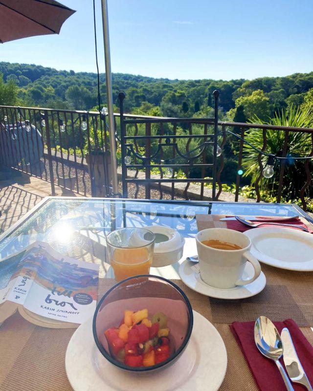 ✨ La Vie est Belle ✨ Se réveiller, se lever et commencer la journée comme cela... Simplement, parfaitement... 🙏🏻☮️ Excellente matinée à tous 🌼 Réservations & informations par mail ➡️ manoir.etang@wanadoo.fr / Rdv sur notre site ➡️ www.manoir-de-letang.com . . . . . #manoirdeletang #ManoirdeletangMougins #hotel #goodmorning #visitcotedazur #holiday #vacation #mougins #france #cotedazur #frenchriviera #southoffrance #cotedazurnow #frenchrestaurant #restaurantmougins #hotelenfrance  #hotelsuddelafrance #hotelcotedazur #suddelafrance #visitcotedazur #hotellife #piscine #hotelphotography #manoir #chill #escapade #weekend #morningvibes #mouginstourisme