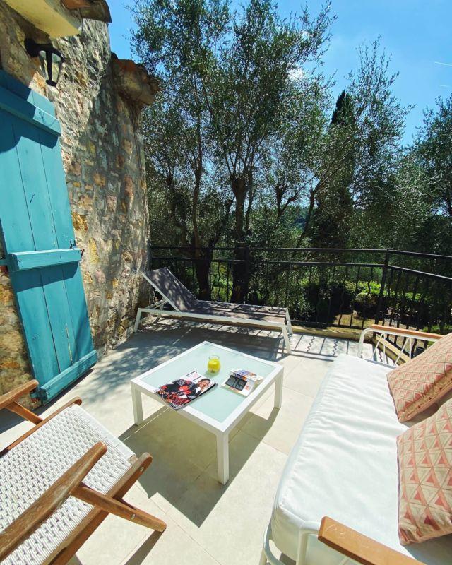 🌞 Le soleil est de retour ! Pour bien démarrer la journée au Manoir de l'Étang, détendez-vous sur la terrasse de votre chambre et PROFITEZ ! 😎  Réservations & informations par mail ➡️ manoir.etang@wanadoo.fr / Rdv sur notre site ➡️ www.manoir-de-letang.com . . . . . #manoirdeletang #ManoirdeletangMougins #hotel #luxuryhotel #boutiquehotel  #visitcotedazur #holiday #vacation #mougins #france #cotedazur #frenchriviera #southoffrance #cotedazurnow #frenchrestaurant #hiphotels #restaurantmougins #hotelenfrance #hotelsuddelafrance #hotelcotedazur #suddelafrance #explorefrance #cotedazurfrance #costaazzura #hotelphotography #chill #escapade #weekend #condenasttraveller #mouginstourisme @villedemougins @mouginspourvous @mouginstourisme