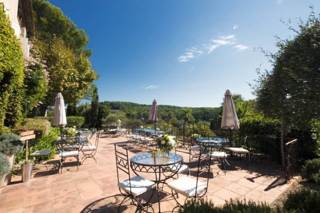 Notre Restaurant a réouvert ses portes il y a 1 semaine ! Avez-vous déjà réservé votre table sur l'une de nos Terrasses ? Nous vous accueillons avec grand plaisir et nous réjouissons de vous faire découvrir notre nouvelle carte... À très bientôt ✨  Réservations & informations ➡️ 0492283600 ou manoir.etang@wanadoo.fr / Rdv sur notre site ➡️ www.manoir-de-letang.com . . . . . #manoirdeletang #ManoirdeletangMougins #hotel #luxuryhotel #boutiquehotel  #visitcotedazur #holiday #vacation #mougins #france #cotedazur #frenchriviera #southoffrance #cotedazurnow #frenchrestaurant #hiphotels #restaurantmougins #hotelenfrance #hotelsuddelafrance #hotelcotedazur #suddelafrance #explorefrance #cotedazurfrance #costaazzura #hotelphotography #chill #escapade #weekend #condenasttraveller #mouginstourisme @villedemougins @mouginspourvous @mouginstourisme