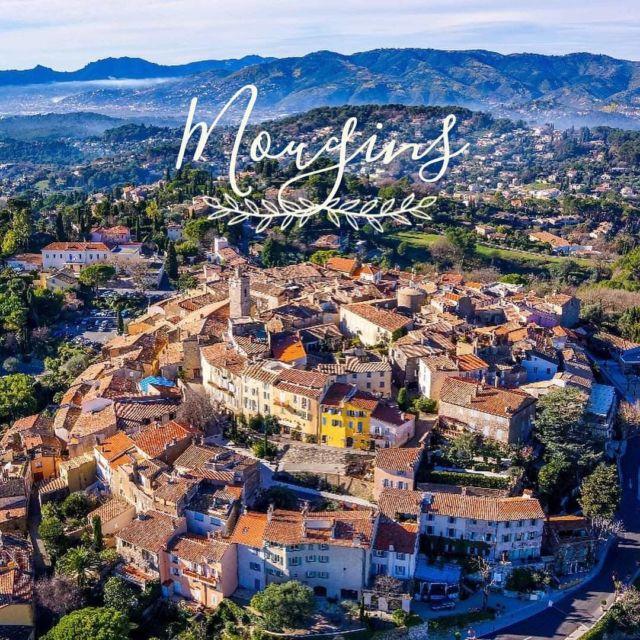 ✨ ON S'ÉVADE ✨  À seulement 10 minutes de Cannes, Mougins, haut lieu de la Gastronomie, est assurément l'une des perles que compte l'arrière-pays de la Côte d'Azur. Notre superbe village se dresse magnifiquement entre pins, oliviers et cyprès... Dès votre arrivée au village, vous succomberez au charme de ses ruelles soigneusement fleuries et bordées de superbes maisons en pierres et pourrez admirer, du haut de ses 260 mètres, un panorama grandiose sur la baie Cannoise, les îles de Lérins, Grasse et ses montagnes... Picasso fut séduit et y a même passé les 15 dernières années de sa vie ! Lors de votre séjour, passez par l'Office du Tourisme @mouginstourisme qui vous accueillera avec plaisir et ne manquez pas les nombreuses Galeries d'Art, le Musée de la Photographie et celui d'Art Classique. Pour nous, pas de doute, Mougins est une petite pépite de la French Riviera ✨  Réservations & informations ➡️ 0492283600 ou manoir.etang@wanadoo.fr / Rdv sur notre site ➡️ www.manoir-de-letang.com . . . . . #manoirdeletang #ManoirdeletangMougins #hotel #luxuryhotel #boutiquehotel  #visitcotedazur #holiday #vacation #mougins #france #cotedazur #frenchriviera #southoffrance #cotedazurnow #frenchrestaurant #hiphotels #restaurantmougins #hotelenfrance #hotelsuddelafrance #hotelcotedazur #suddelafrance #explorefrance #cotedazurfrance #costaazzura #sejourcotedazur #mouginsvillage #escapadeprovence #provence #villedemougins #mouginstourisme @villedemougins @mouginspourvous @mouginstourisme 📸 Office du Tourisme de Mougins