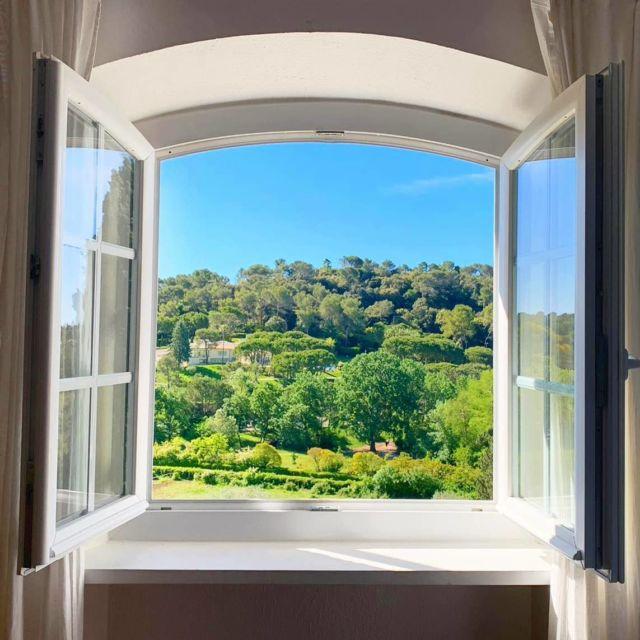 🌿 Good Morning 🌿  Se réveiller, se lever et admirer le paysage... Toutes nos chambres vous offrent une magnifique vue sur la nature qui nous entoure au Manoir de l'Étang... À consommer sans modération ✨  Réservations & informations ➡️ 0492283600 ou manoir.etang@wanadoo.fr / Rdv sur notre site ➡️ www.manoir-de-letang.com . . . . . #manoirdeletang #ManoirdeletangMougins #hotel #luxuryhotel #boutiquehotel  #visitcotedazur #holiday #vacation #mougins #france #cotedazur #frenchriviera #southoffrance #cotedazurnow #frenchrestaurant #hiphotels #restaurantmougins #hotelenfrance #hotelsuddelafrance #hotelcotedazur #suddelafrance #explorefrance #cotedazurfrance #costaazzura #hotelphotography #roomview #view #chambreavecvue #nature #mouginstourisme @villedemougins @mouginspourvous @mouginstourisme
