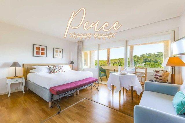 🤍 Paisibles, spacieuses et confortables, nos 22 chambres sauront rendre votre séjour des plus agréables. Chacune est unique et vous offre une très belle vue sur la nature et/ou la piscine. Selon vos envies et vos souhaits, Camilla et son équipe se feront un plaisir de vous conseiller dans le choix de votre chambre lors de votre réservation. C'est le moment de nous contacter !  »» ʀésᴇʀᴠᴀᴛɪᴏɴs & ɪɴғᴏʀᴍᴀᴛɪᴏɴs ᅳᅳ► 0492283600 ᴏᴜ ᴍᴀɴᴏɪʀ.ᴇᴛᴀɴɢ@ᴡᴀɴᴀᴅᴏᴏ.ғʀ »» ʀᴅᴠ sᴜʀ ɴᴏᴛʀᴇ sɪᴛᴇ ᅳᅳ► ᴡᴡᴡ.ᴍᴀɴᴏɪʀ-ᴅᴇ-ʟᴇᴛᴀɴɢ.ᴄᴏᴍ . . . . . #manoirdeletang #ManoirdeletangMougins #hotel #luxuryhotel #boutiquehotel  #visitcotedazur #holiday #vacation #mougins #france #cotedazur #frenchriviera #southoffrance #cotedazurnow #frenchrestaurant #hiphotels #restaurantmougins #hotelenfrance #hotelsuddelafrance #hotelcotedazur #suddelafrance #explorefrance #cotedazurfrance #costaazzura #hotelphotography #chill #escapade #weekend #hotelroom #mouginstourisme @villedemougins @mouginspourvous @mouginstourisme 📸 Wow Riviera Charles Acut